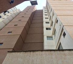 Aluga-se apto no Condomínio Vila Romana.