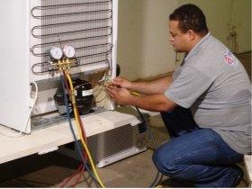 Consertamos e fazemos reformas em geladeira e freezer.