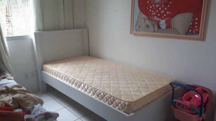 Vendo cama semi nova Kapesberg.