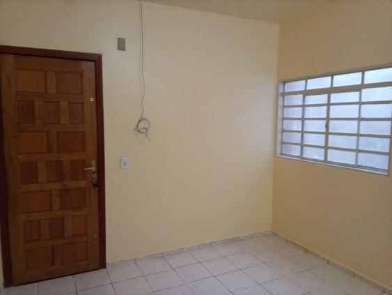 Alugo Apartamento Recém reformado