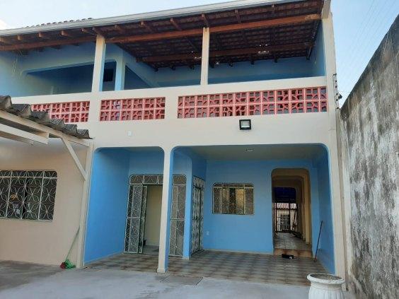 Alugo casa 4 quartos sendo 2 pisos bairro - Conjunto Santo Antonio.