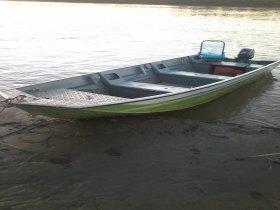 Vende-se um barco com moto 6.000