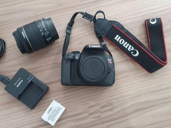 KIT FOTOGRÁFICO Camera T5i, Lente, Cartão de Memória, Tripé, Microfone, Softbox.