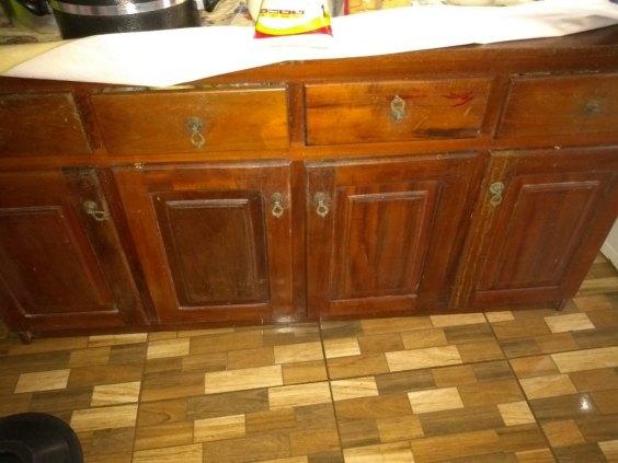 vende se um  balcão de cozinha madeira maracatiara  4 portas e 4 gavetas