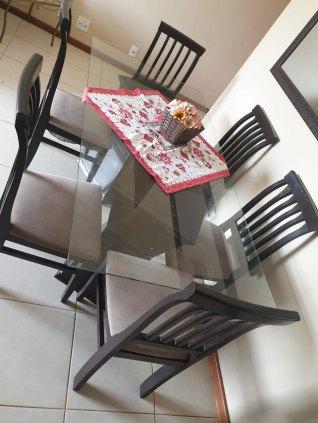 Mesa com tampão de vidro 6 lugares