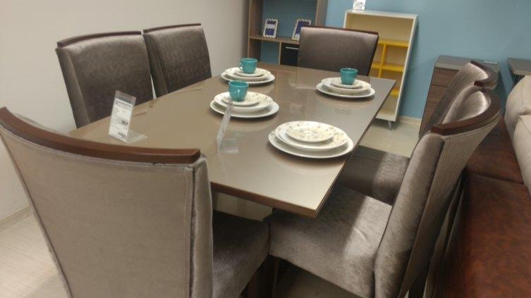 Jogo de mesa (6 cadeiras)