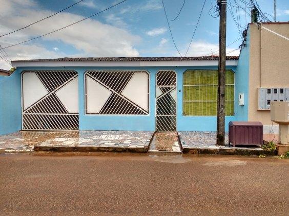 Vende-se uma casa no Apuniã (4 de janeiro) dois quartos