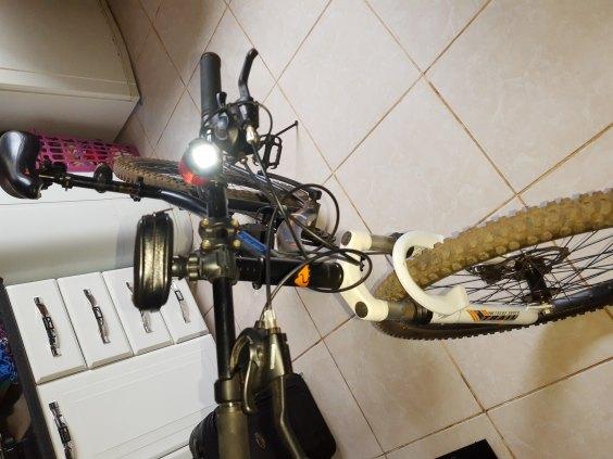 vende - se uma bicicleta masculina aro 26