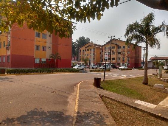 Aluga-se apartamento no condomínio Rio Bonito