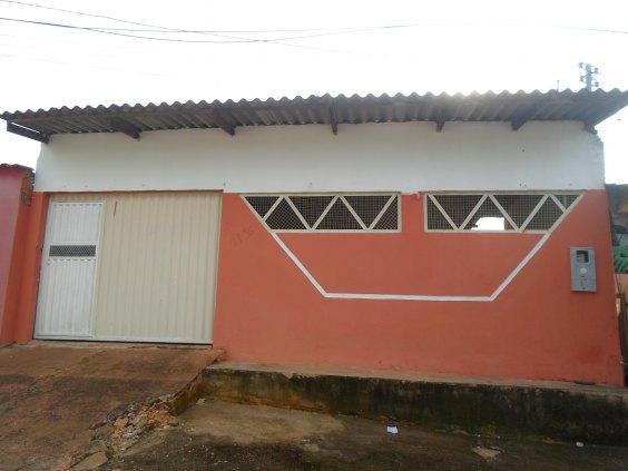 Vende-se uma casa localizada  no bairro nova floresta