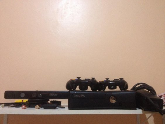 xbox 360 completo + 2 controles + kinect + 14 jogos