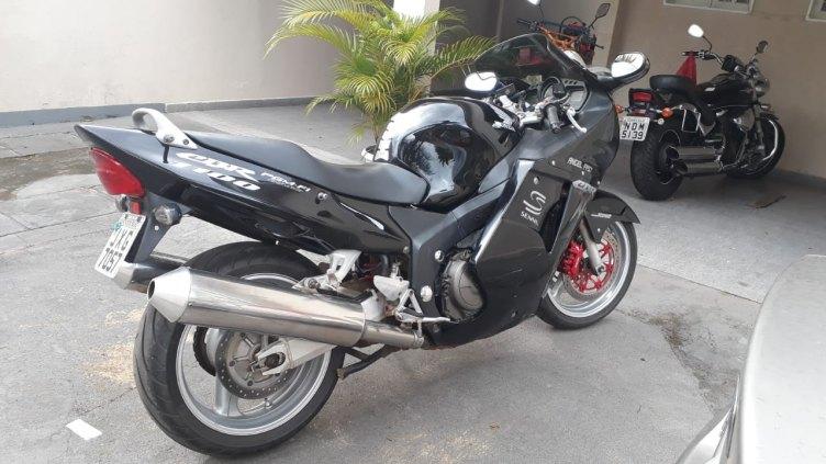 Vende-se Moto CBR 1100