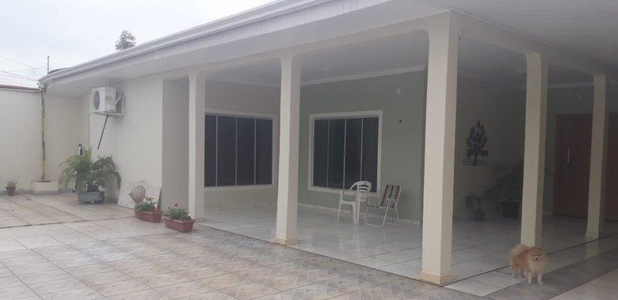 Vendo ótima casa 4 suítes -  Rua Pinheiro Machado