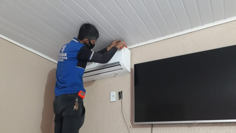 Limpeza e instalação central de ar