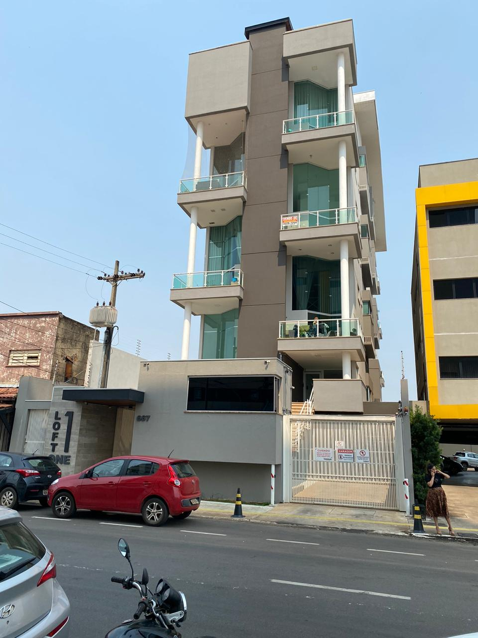 Vendem-se Lindos Apartamentos – Loft – com 2 suítes (Tel. 3229-7254)