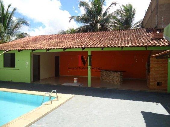Vendemos casa com 3 quartos e piscina no bairro Flodoaldo Pontes Pinto