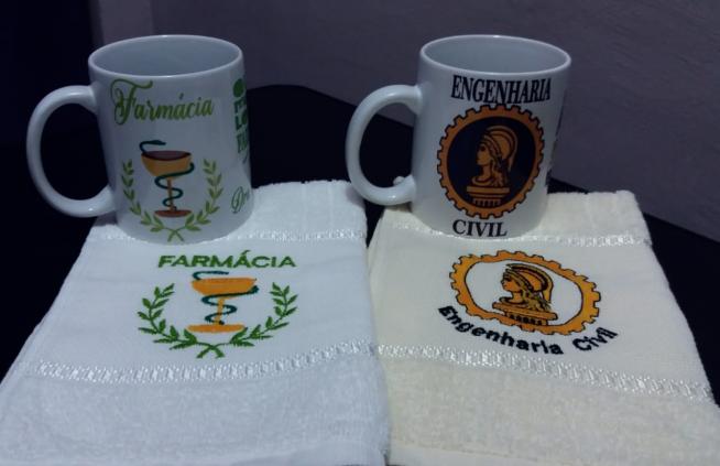 Kit caneca de cerâmica e toalhinha de mão profissão, personalizada com seu nome.