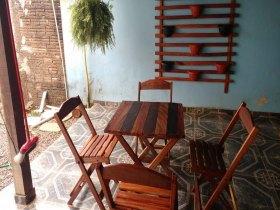Vende -se mesas de madeira.