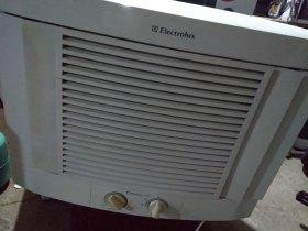 Ar condicionado de janela 7500 BTUs 127v