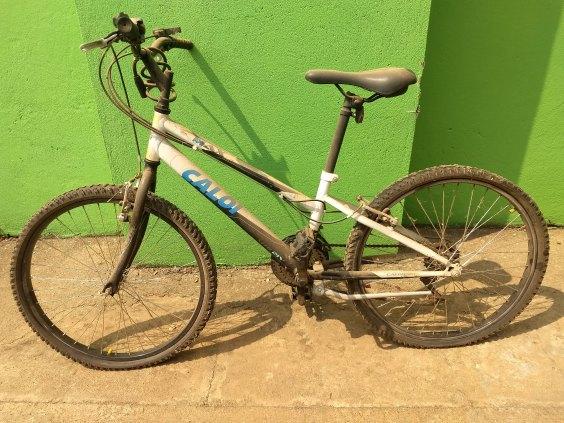 Bicicleta CALOI aro 26 (precisa revisão)
