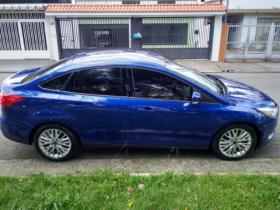 Ford Focus azul 2016 19980