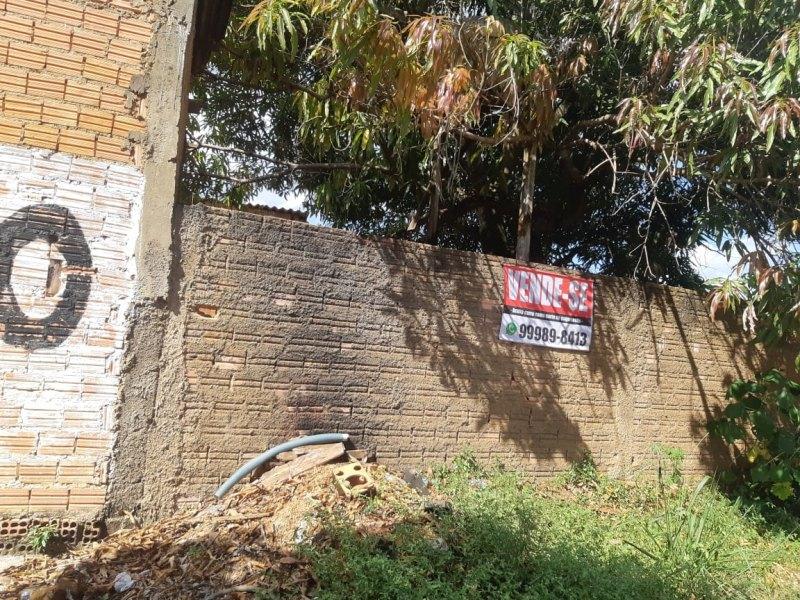 Vende-se uma casa documentada IPTU, água e luz aceito carro no negócio