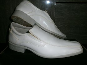 Vendo sapato branco semi novo.