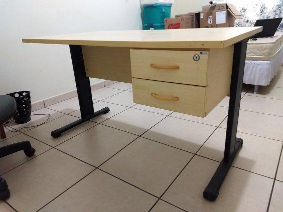 Escrivaninha escritório com 2 gavetas