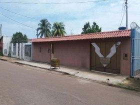 Vendo Casa sub esquina com Av. Amazonas