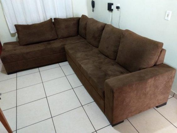 Sofá de canto 5 lugares com chaise em tecido cor café