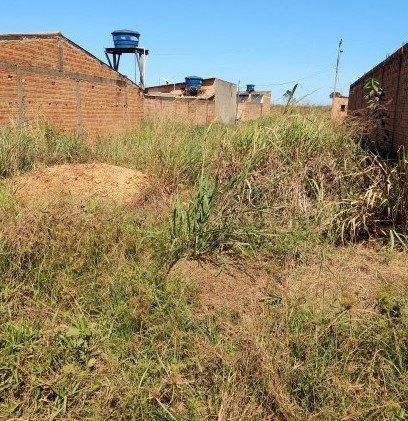 Vende-se um terreno localizado no bairro aeroclube